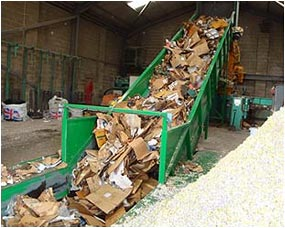 Waste cardboard feeder, heavy duty cross bars under belt, inspection hatches in mainframe for easy cleaning, cross flights on belt for positive feed