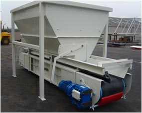 Feed hopper with troughed conveyor unit fitted with quick detachable side skirtings and belt scraper